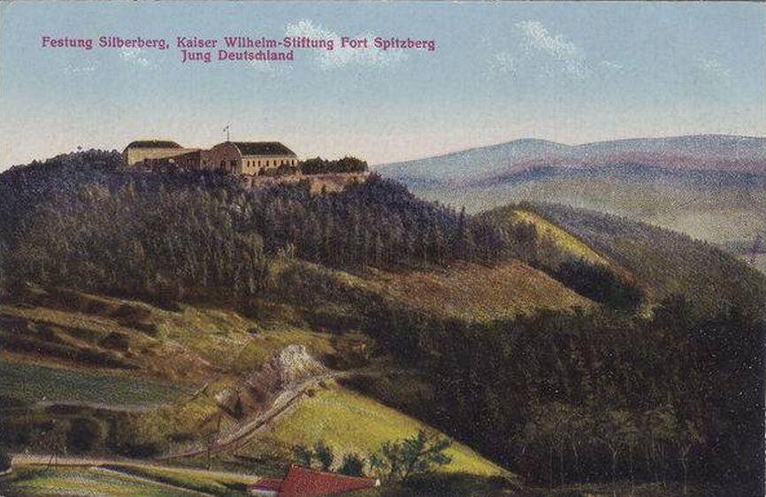 Widok ogólny srebrnogórskiej Twierdzy. Napis na pocztówce