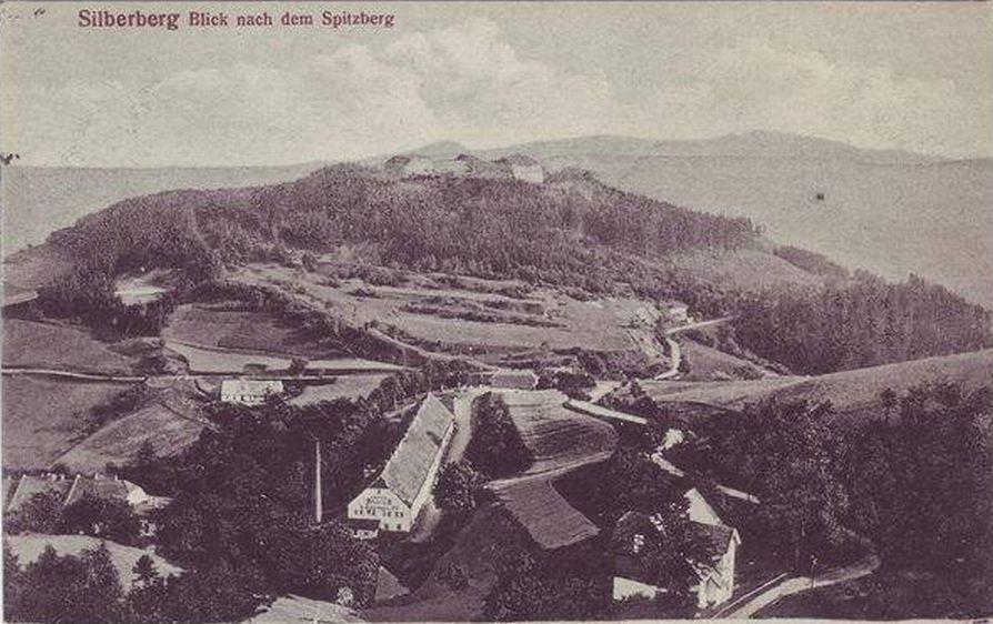 Srebrna Góra - widok na miasto i górujące nad nim twierdze.